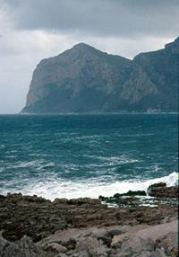 Capogallo visto dalla costa palermitana