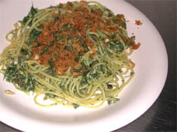 Spaghettoni con acciughe, mollica e finocchietto selvatico -- foto: Enzo Raneri
