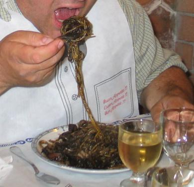 Spaghetti al nero di seppie foto: Vincenzo Raneri